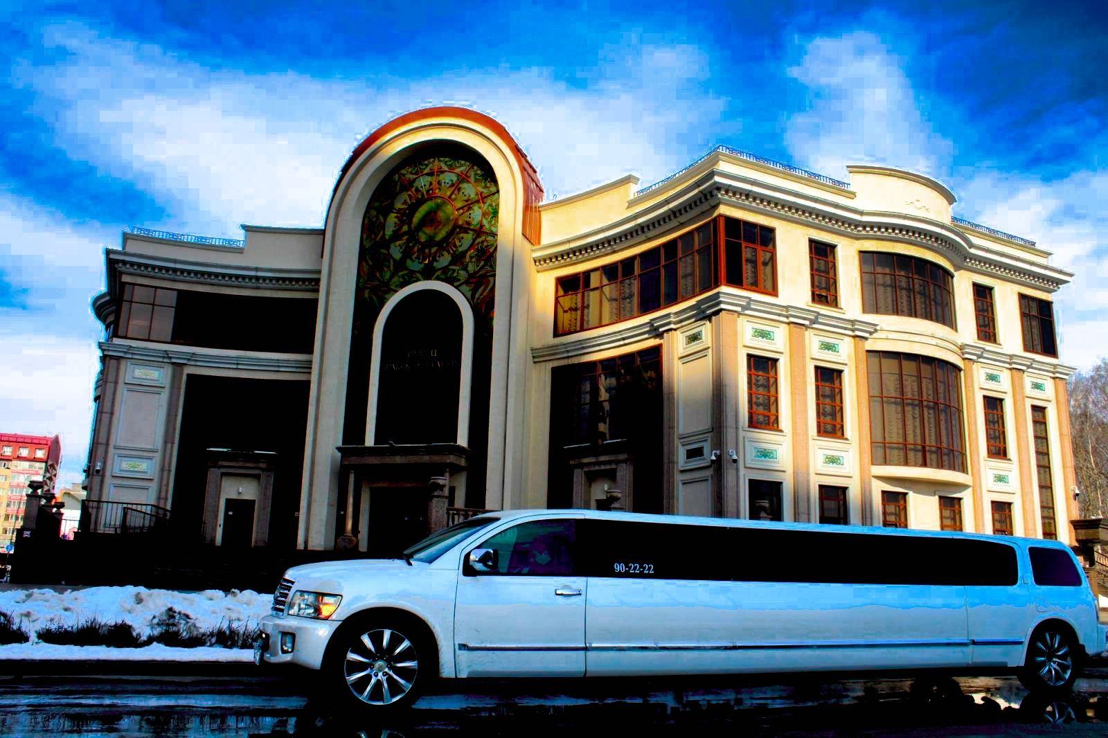 Прокат лимузина Infiniti QX-56 «STAR» с КАРАОКЕ на 20 персон в Тюмени от 3000 рублей.