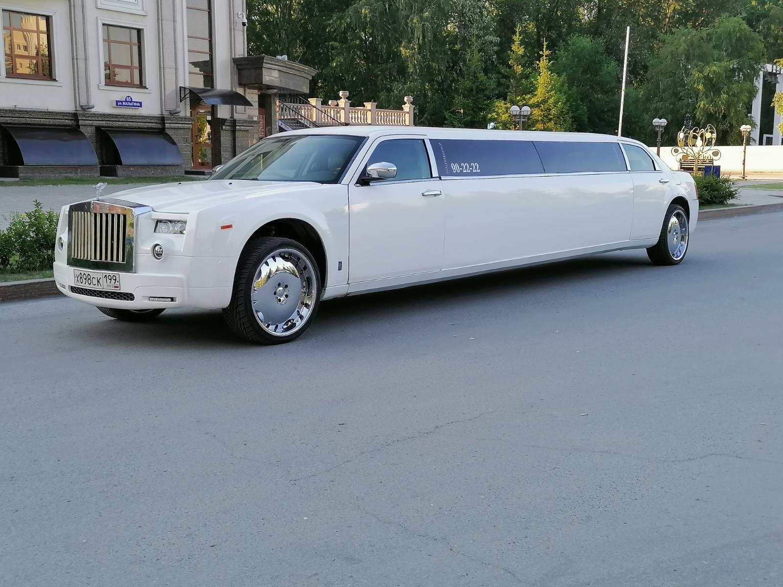 Прокат лимузина Chrysler 300C Rolls Royce Phantom с КАРАОКЕ в Тюмени от 1500 рублей.