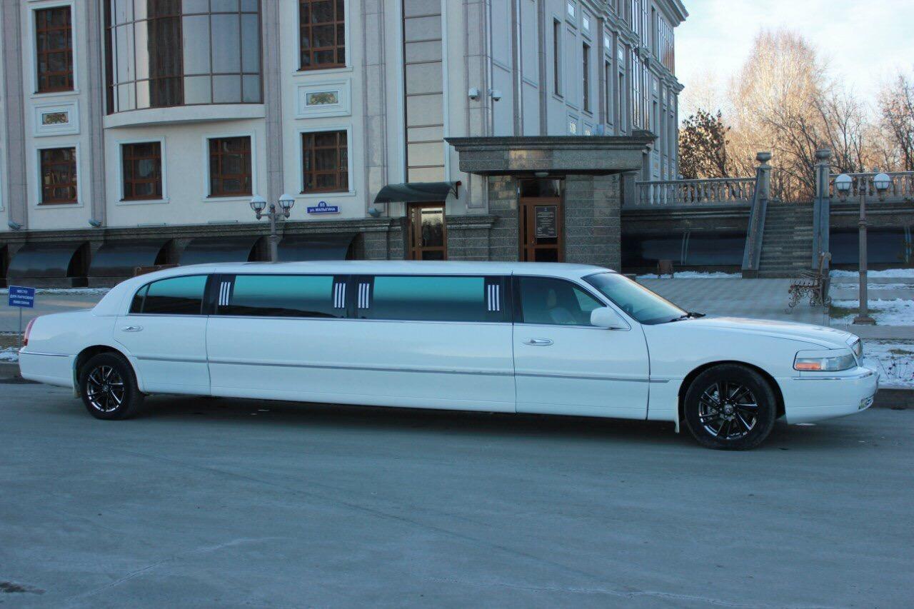 Прокат лимузина Lincoln Town Car «CLASSIC» в Тюмени от 1500 рублей.