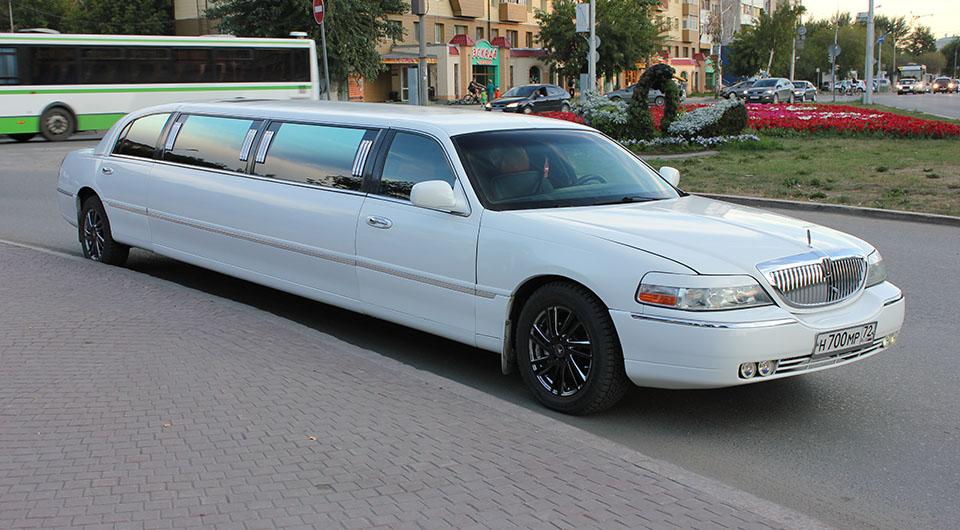 Прокат лимузина Lincoln Town Car в Тюмени от 1500 рублей.