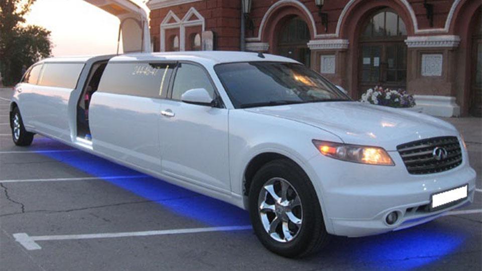 Прокат лимузина Infiniti FX-35 в Тюмени от 2500 рублей.